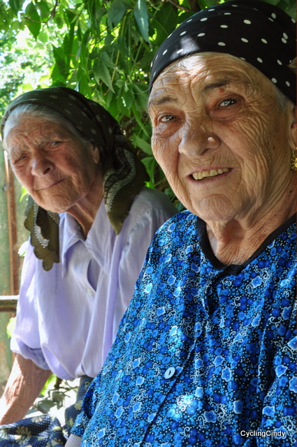 Finally, two elderly ladies in front of my lens!