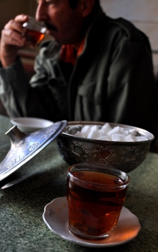 Drinking chai in Iran is not always relaxing as a lone woman. With company of a man it changes everything!