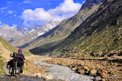 Crossing a pass at 4550 meter altitude in the Indian Himalaya was amazingly beautiful, and tough!